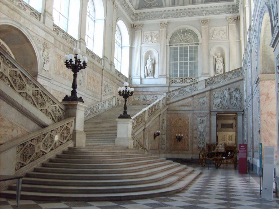 trappen koninklijk paleis napels