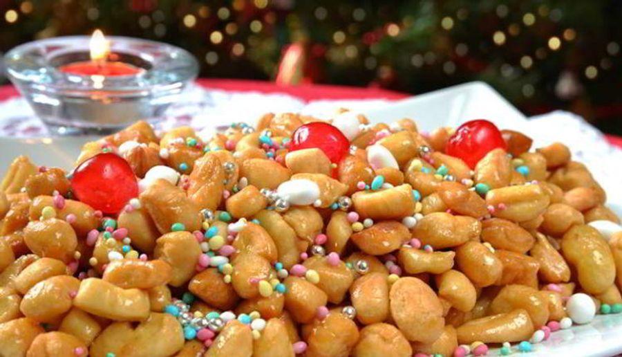 Struffoli, het Napolitaanse gebakje tijdens kerst